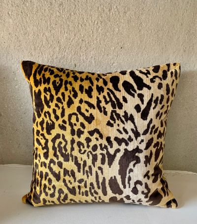 LEOPARD VELOURS CUSHION