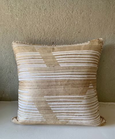 CUSHION CAIUS PORCELAIN