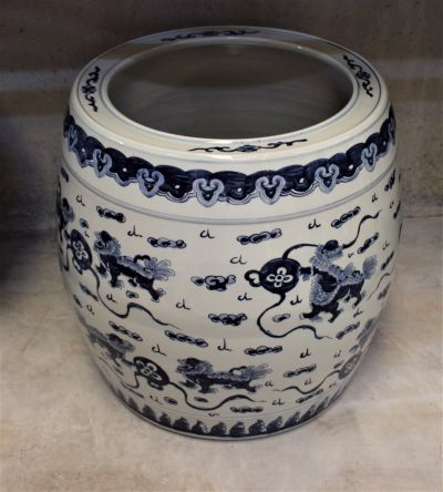 PORCELAIN PLANTER WHITE & BLUE FU DOGS