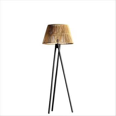 TRIPOD BLACK FLOOR LAMP